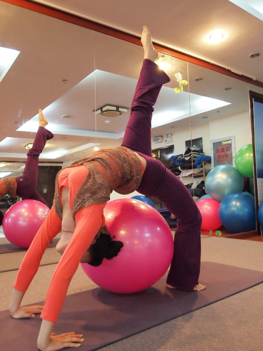 福州釋然瑜伽 @hc-yoga 照片分兩組,一組是肚皮舞造型,一組是瑜伽造型圖片